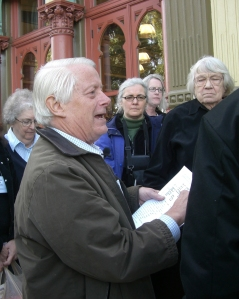 Bill Hawkins leads a tour of the Skidmore District's cast-iron storefronts during the 2009 MDR/SAH conference in Portland.